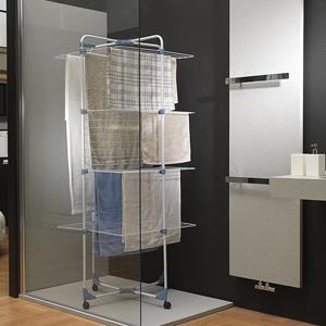 spazio lavanderia stendibiancheria verticale